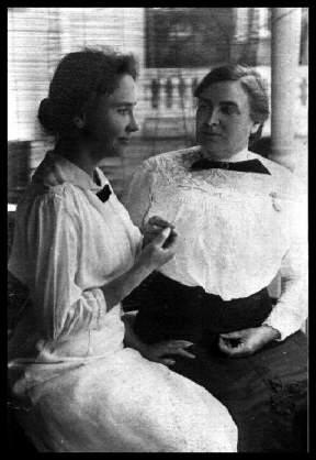 Hellen Keller y Anne Sullivan adultas